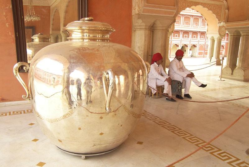 जयपुर का ये 'gangajali कलश', के लिए इमेज परिणाम